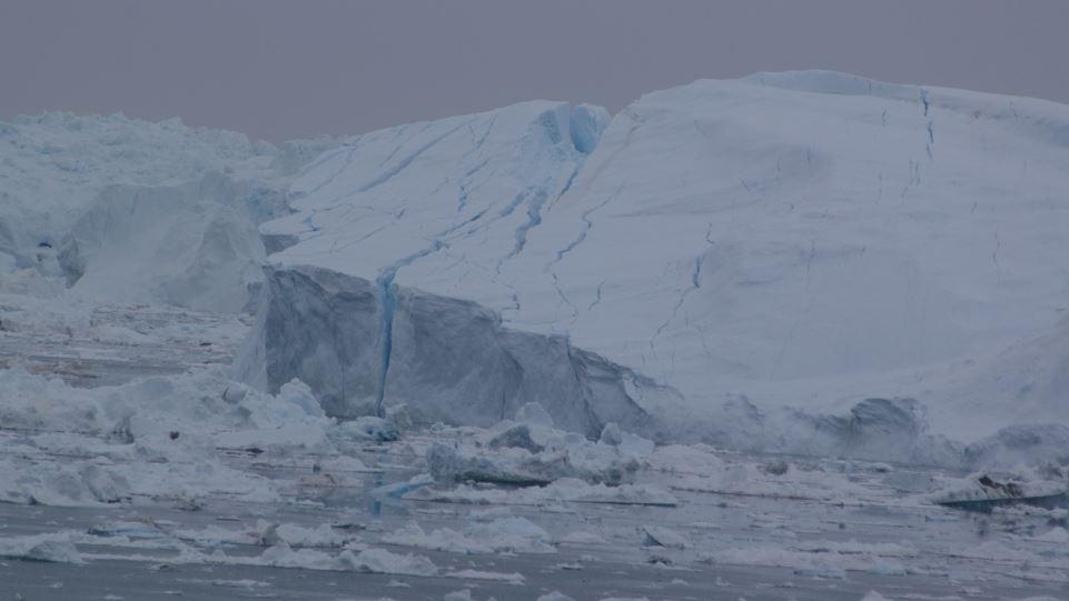 Strandet isbjerg ved Ilulissat